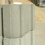 Заборный блок на фоне песка