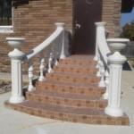 Бетонная лестница с радиальными перилами