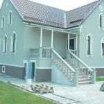 лестница с бетонными перилами и балясинами