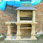 бетонное барбекю со столиком