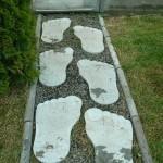 дорожка из каменных следов