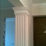 Квадратная колонна из пенополистирола в интерьере