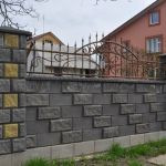 Фото забора из бетонных блоков в Калининграде