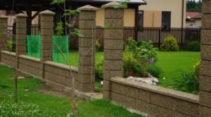 забор из бетонных блоков