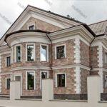пример отделки дома фасадным декором из пенополистирола фото 9
