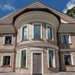 пример отделки дома фасадным декором из пенополистирола фото 11