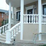 пример отделки дома фасадным декором из пенополистирола фото 6